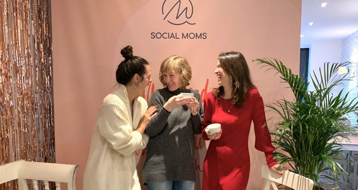 SOCIAL MOMS